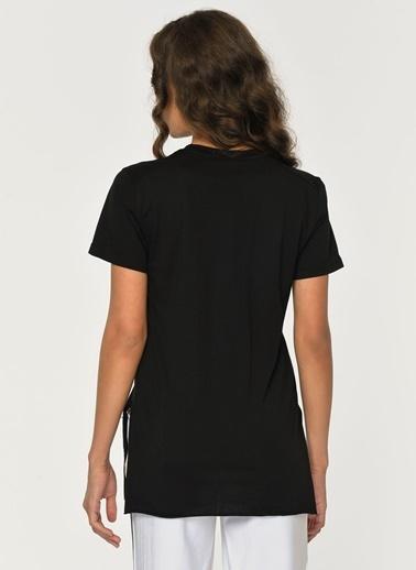 Loves You V Yaka Yırtmaçlı Viskon T-Shirt Siyah